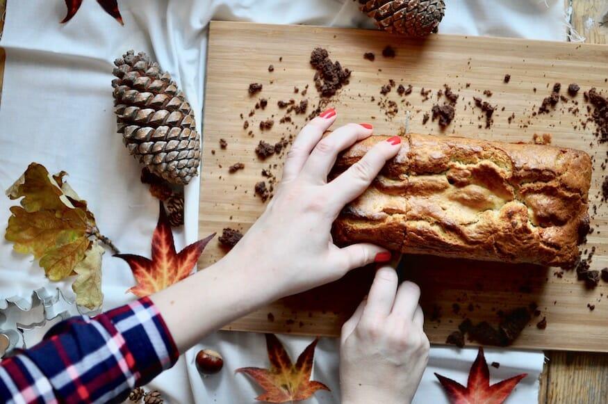 Herbstkuchen mit Blattmotiv
