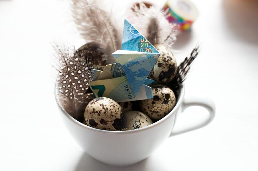 Ein Geldschenke zu Ostern. Ganz einfach einen Geldschein Hasen basteln.