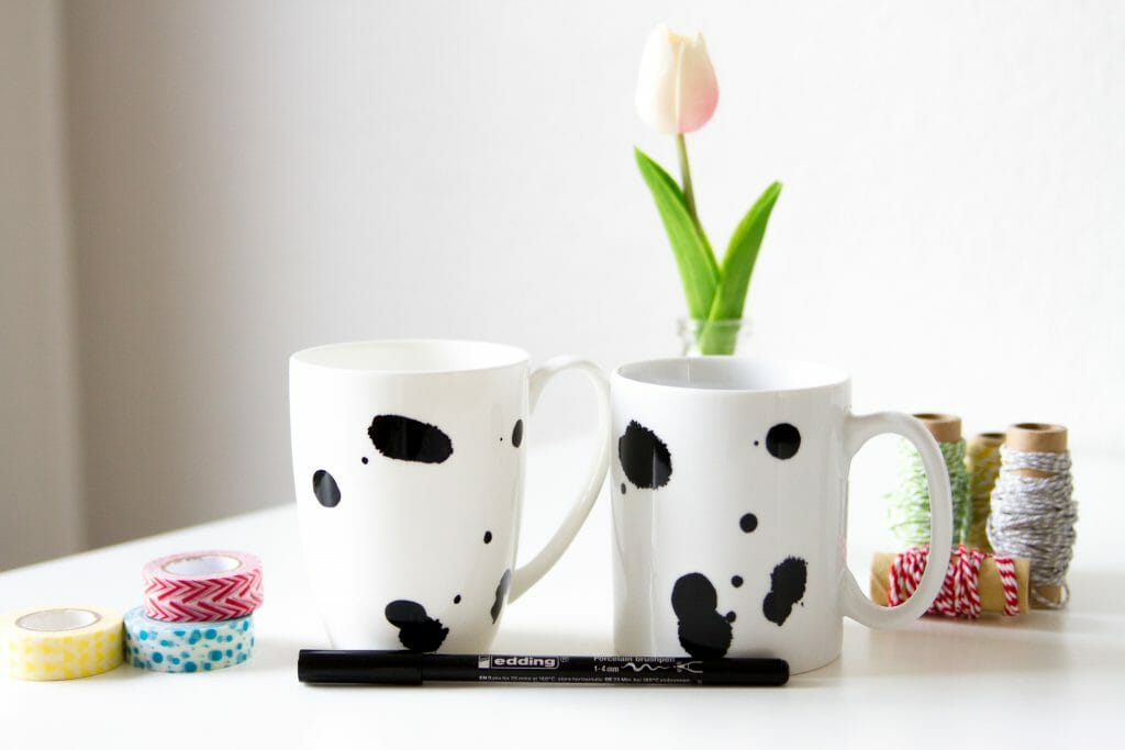 fleckentasse mit porzellanstift gestalten anleitung von fr ulein selbstgemacht. Black Bedroom Furniture Sets. Home Design Ideas