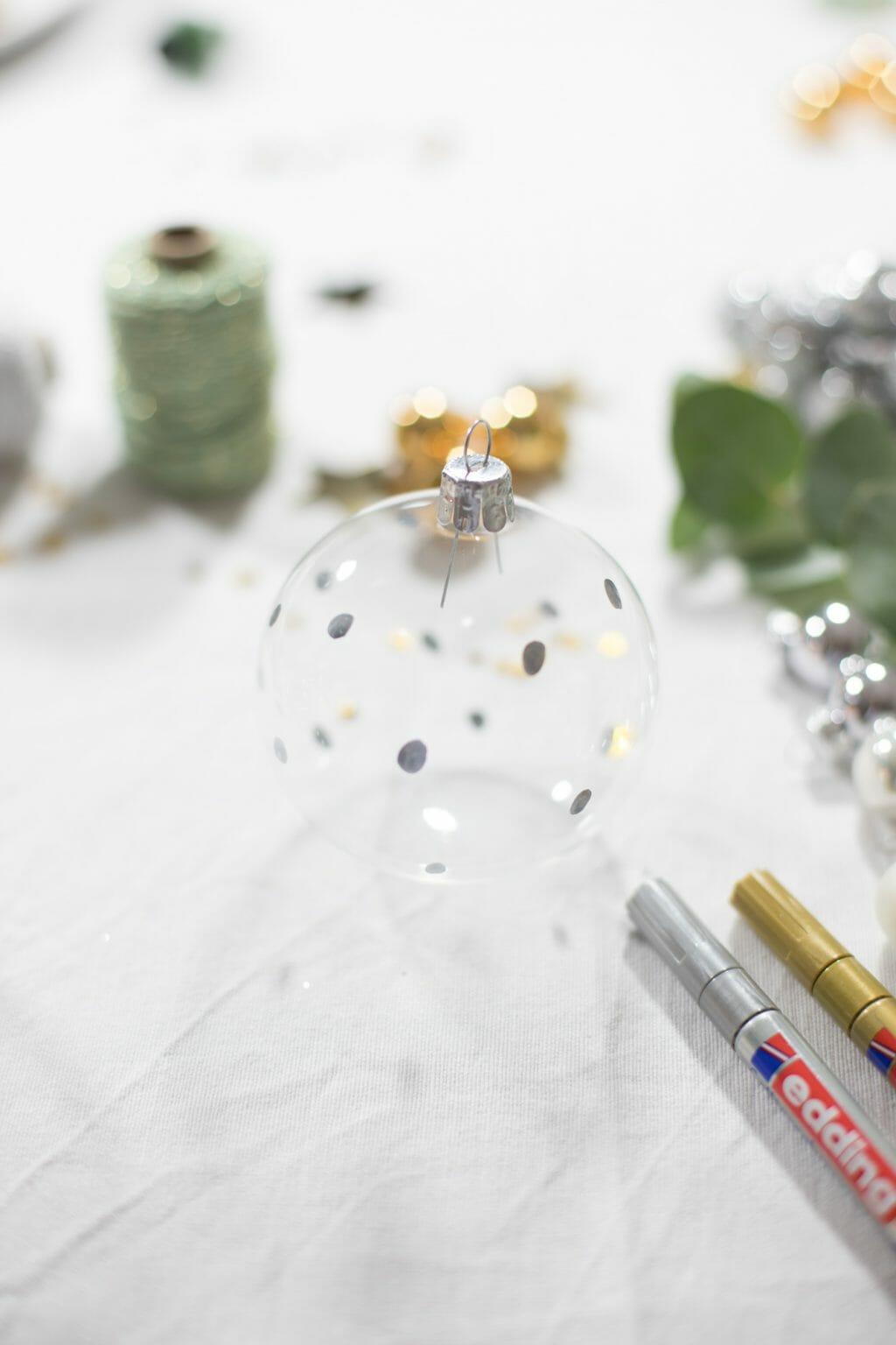 weihnachtskugeln bemalen 4 fr ulein selbstgemacht. Black Bedroom Furniture Sets. Home Design Ideas