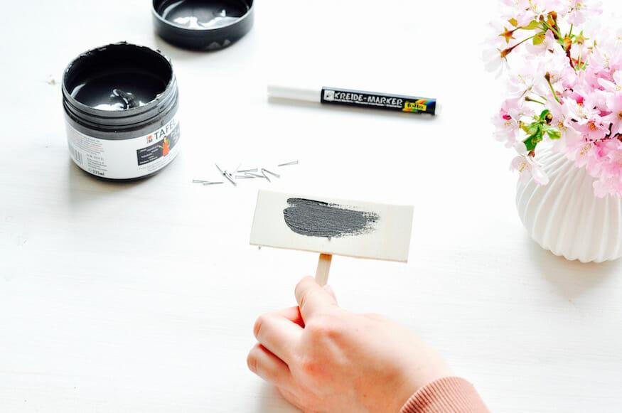 Selbst gemachte Pflanzenschilder mit Tafelfarbe von Fräulein Selbstgemacht