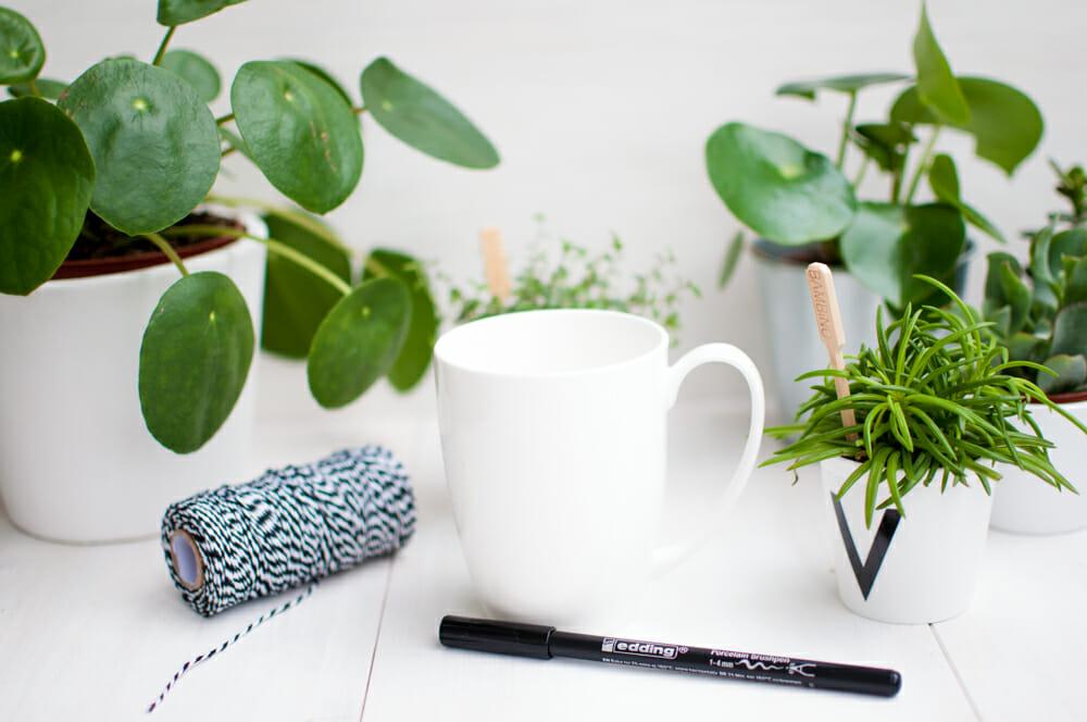 tasse mit m den augen ganz einfach selber gestalten. Black Bedroom Furniture Sets. Home Design Ideas