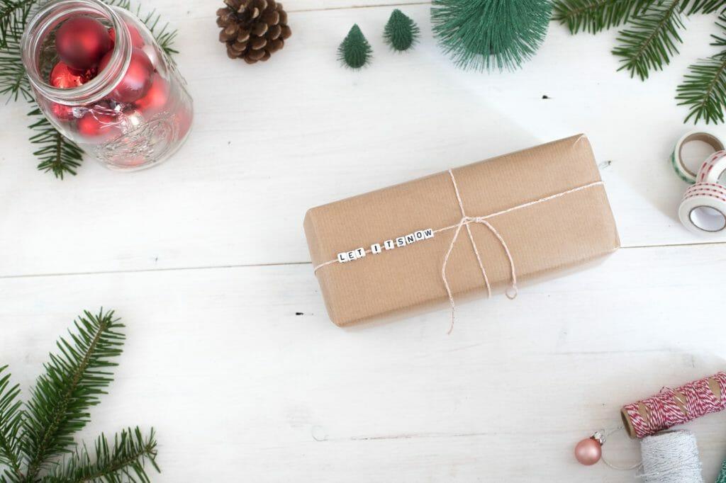 buchstabenperlen-botschaft-auf-geschenkverpackung-schritt-für-schritt-2