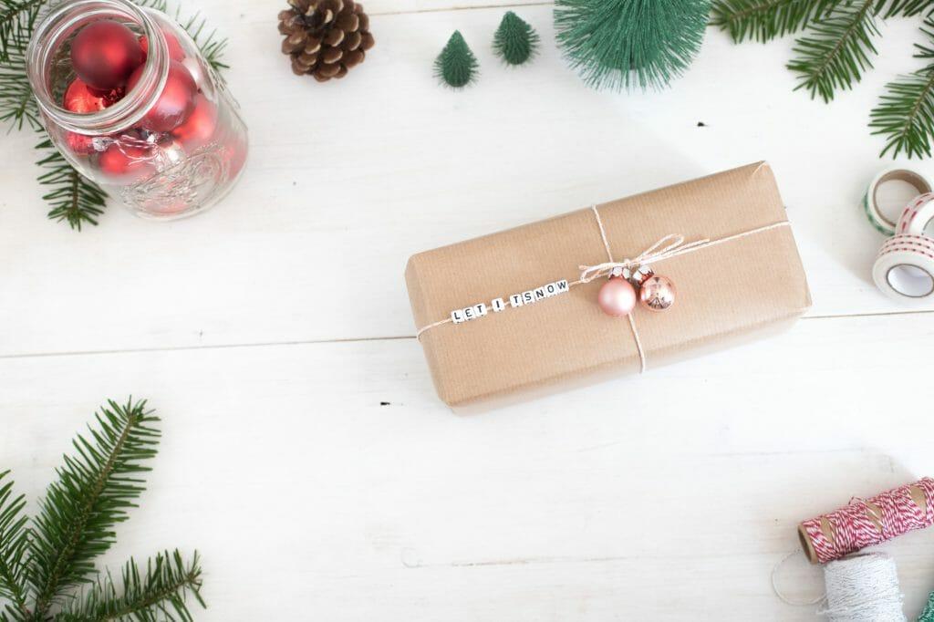 buchstabenperlen-botschaft-auf-geschenkverpackung-schritt-für-schritt-5