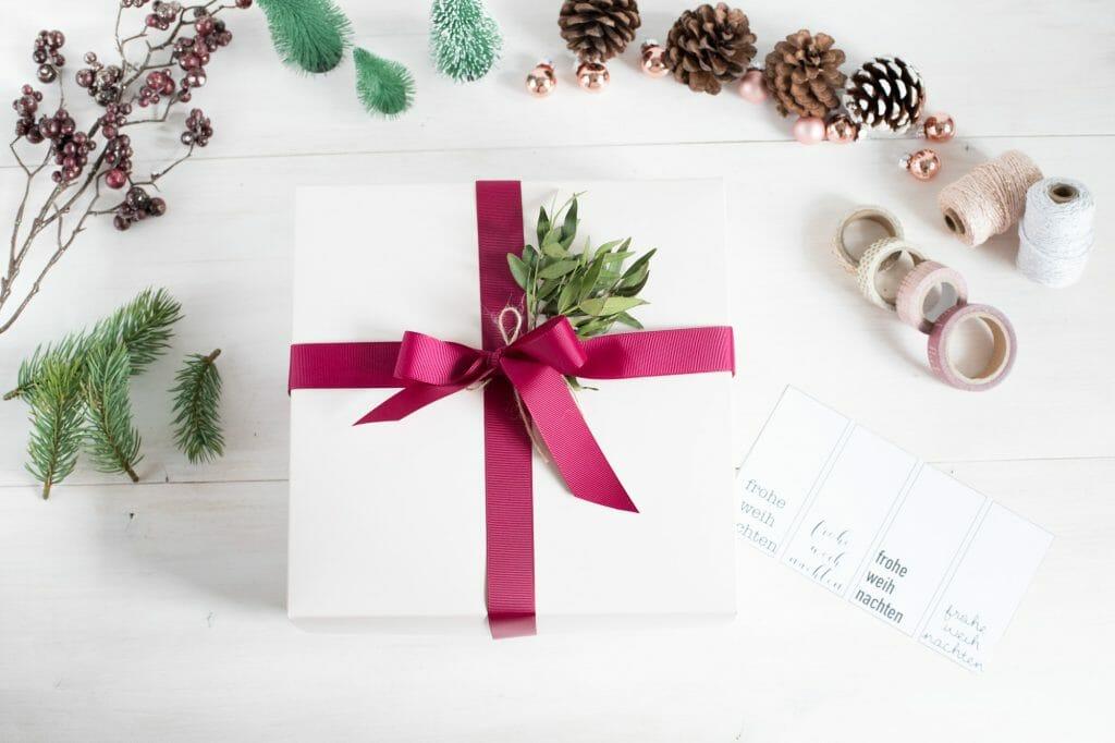 5 ideen für deko auf geschenken
