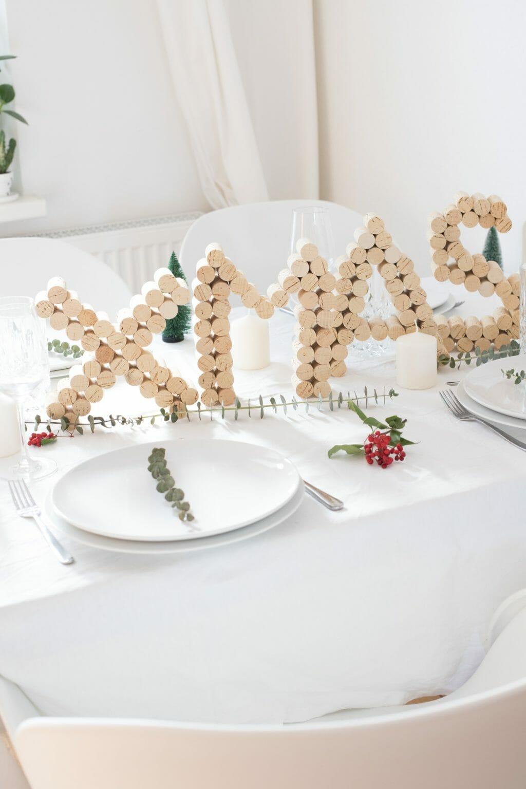 kork-buchstaben-als-weihnachts-tisch-dekoration-3