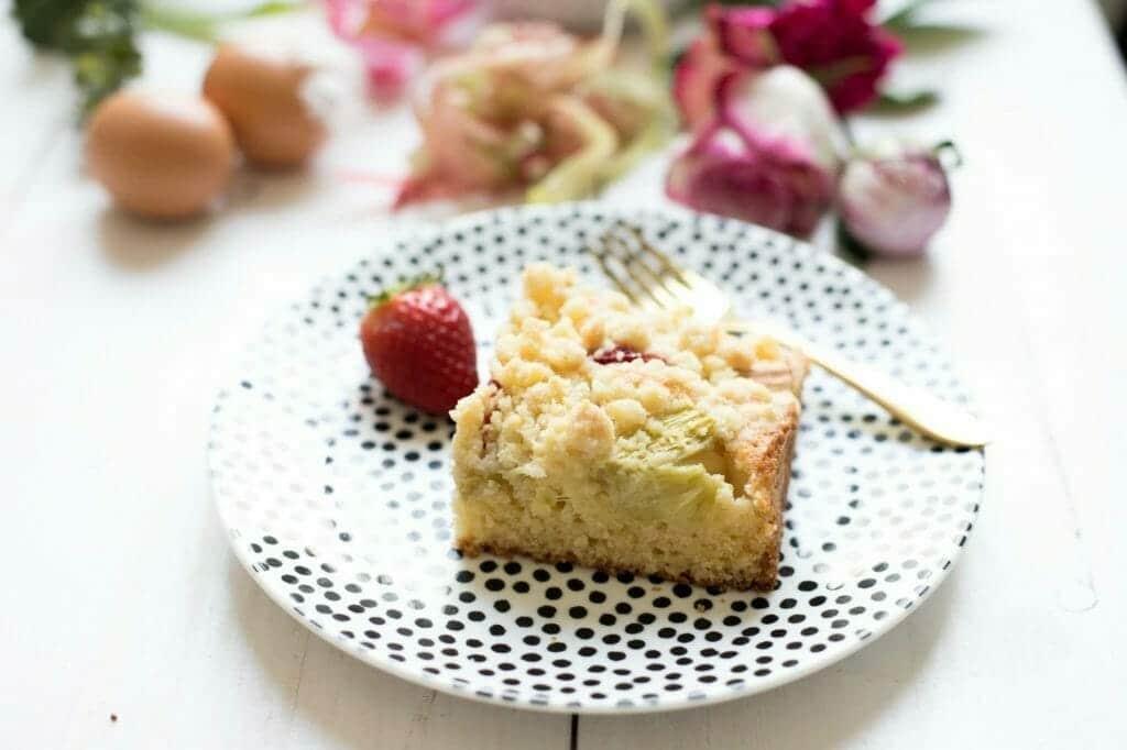 rhabarberkuchen-mit erdbeeren-und-streuseln-backen-3730