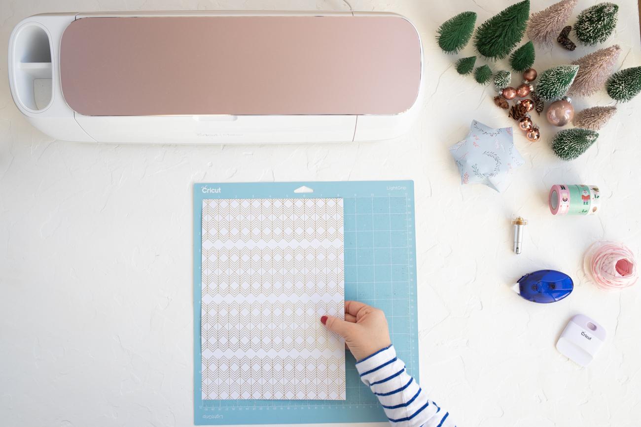 Motivpapier auf der Schneidermatte befestigen