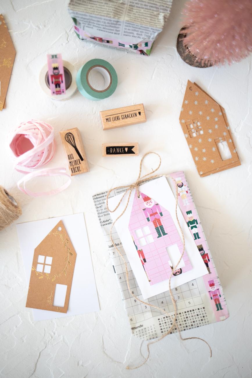 weihnachtsgeschenke-verpacken-mit-zeitung-16