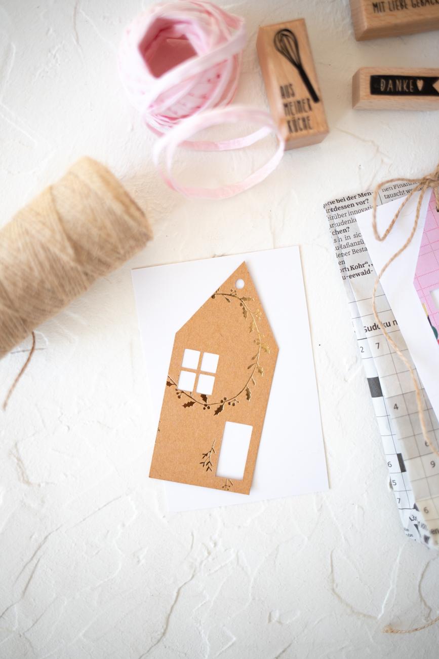weihnachtsgeschenke-verpacken-mit-zeitung-17