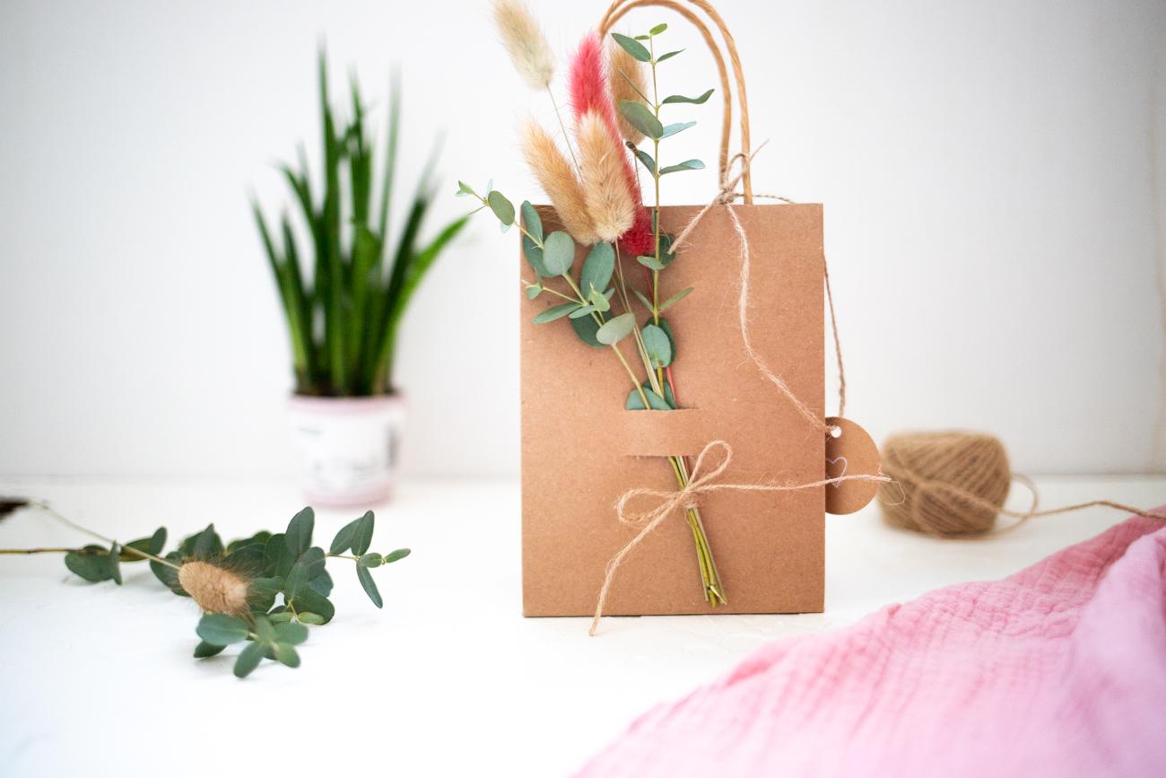 gutschein-verpacken-mit-naturmaterial-9